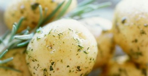 Salata de cartofi si fasole
