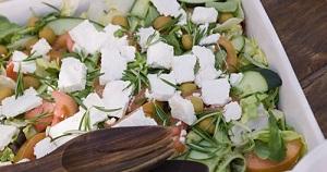 Salata taraneasca vegetariana