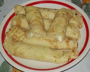 clatite cu dovlecei si branza mozzarella