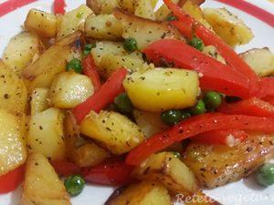 Mancarica de cartofi la tigaie cu ardei si mazare