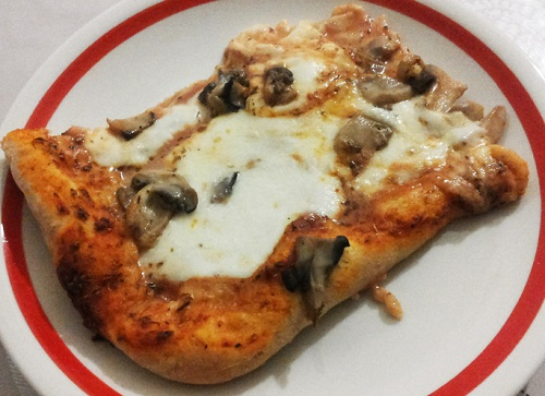 Pizza de casa cu ciuperci