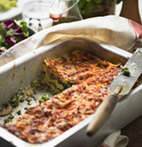 Lasagna vegetariana cu sos pesto si ciuperci