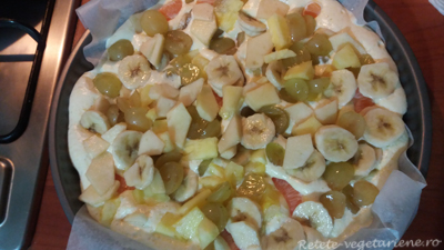 tarta-cu-fructe-necoapta